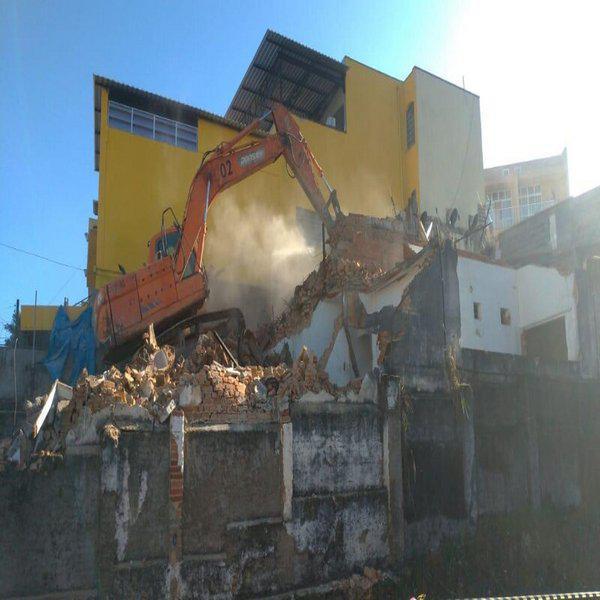 Demolição de construção irregular
