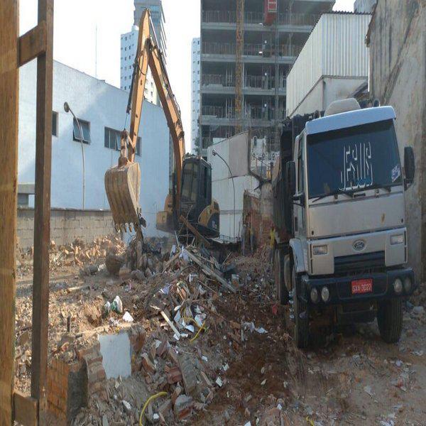 Demolição controlada de concreto armado