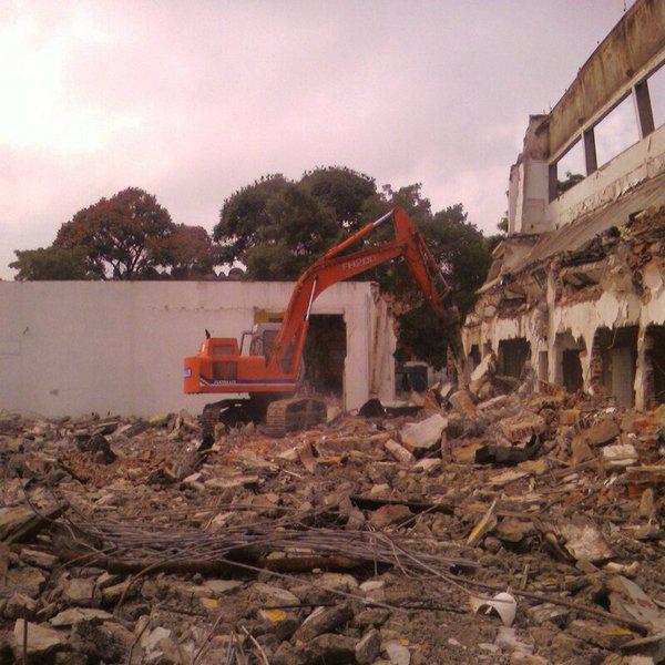 Demolição grande